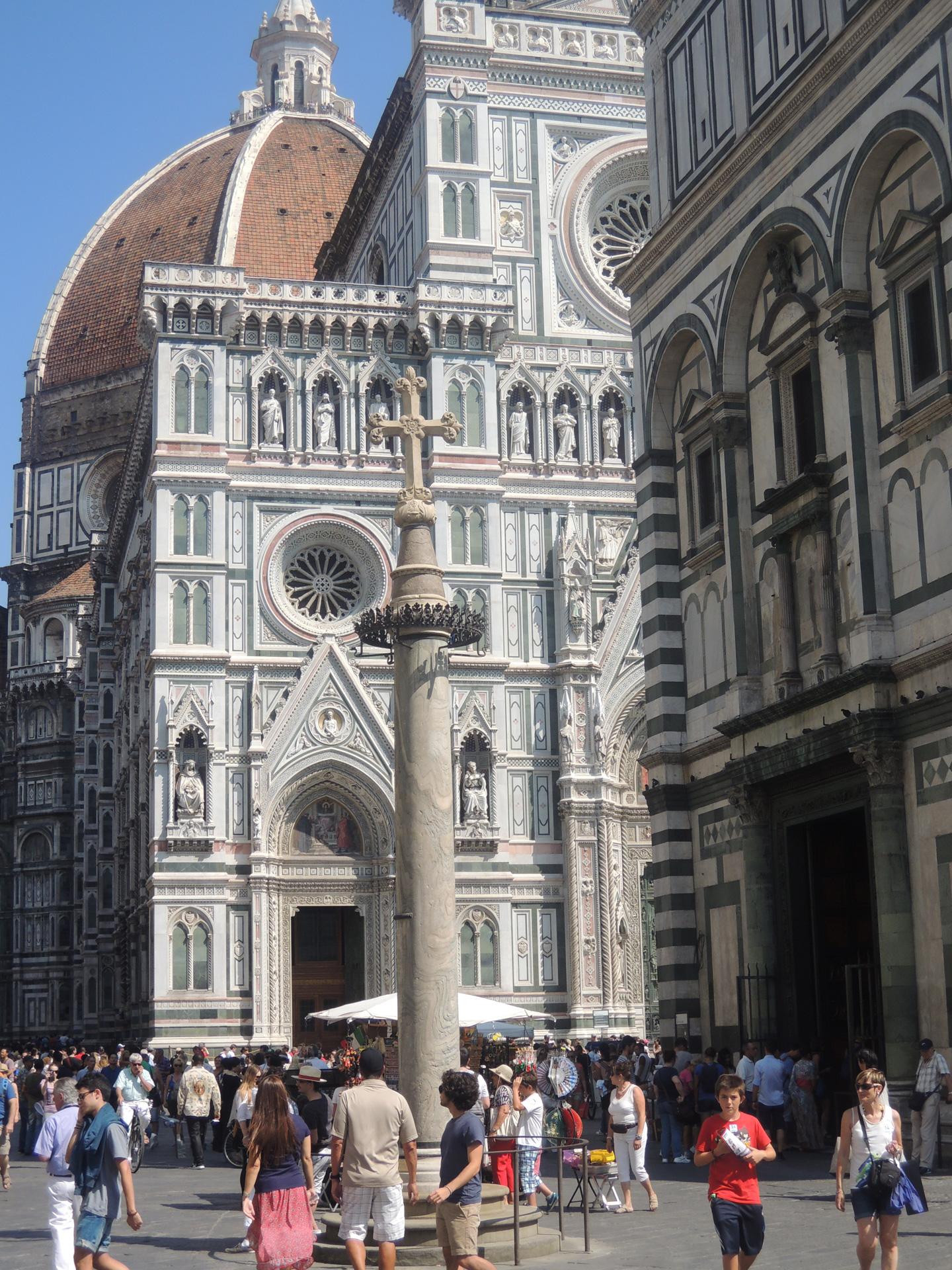 Colonna di San Zanobi met de Duomo op de achtergrond