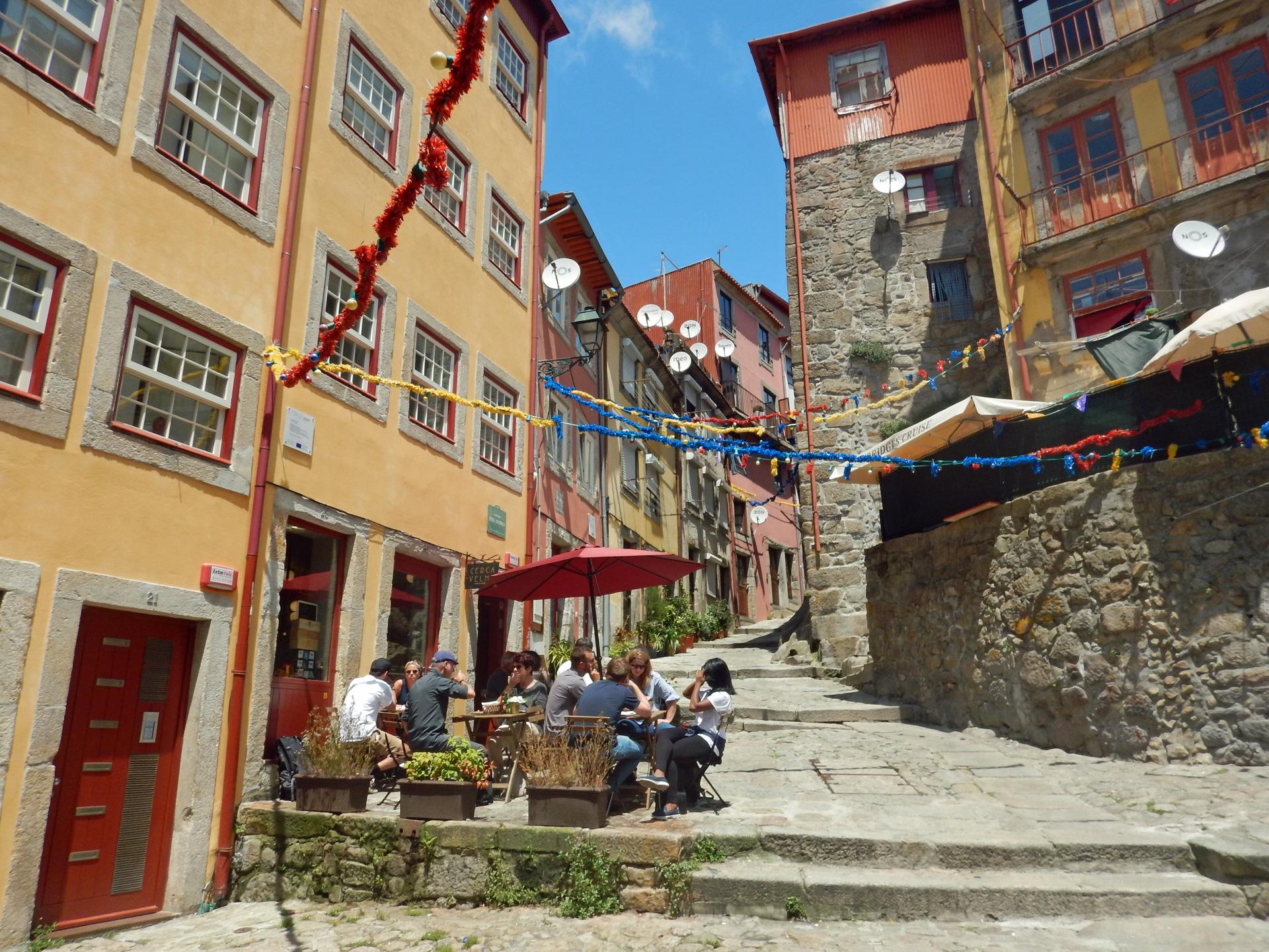 De gezellige wijk Ribeira
