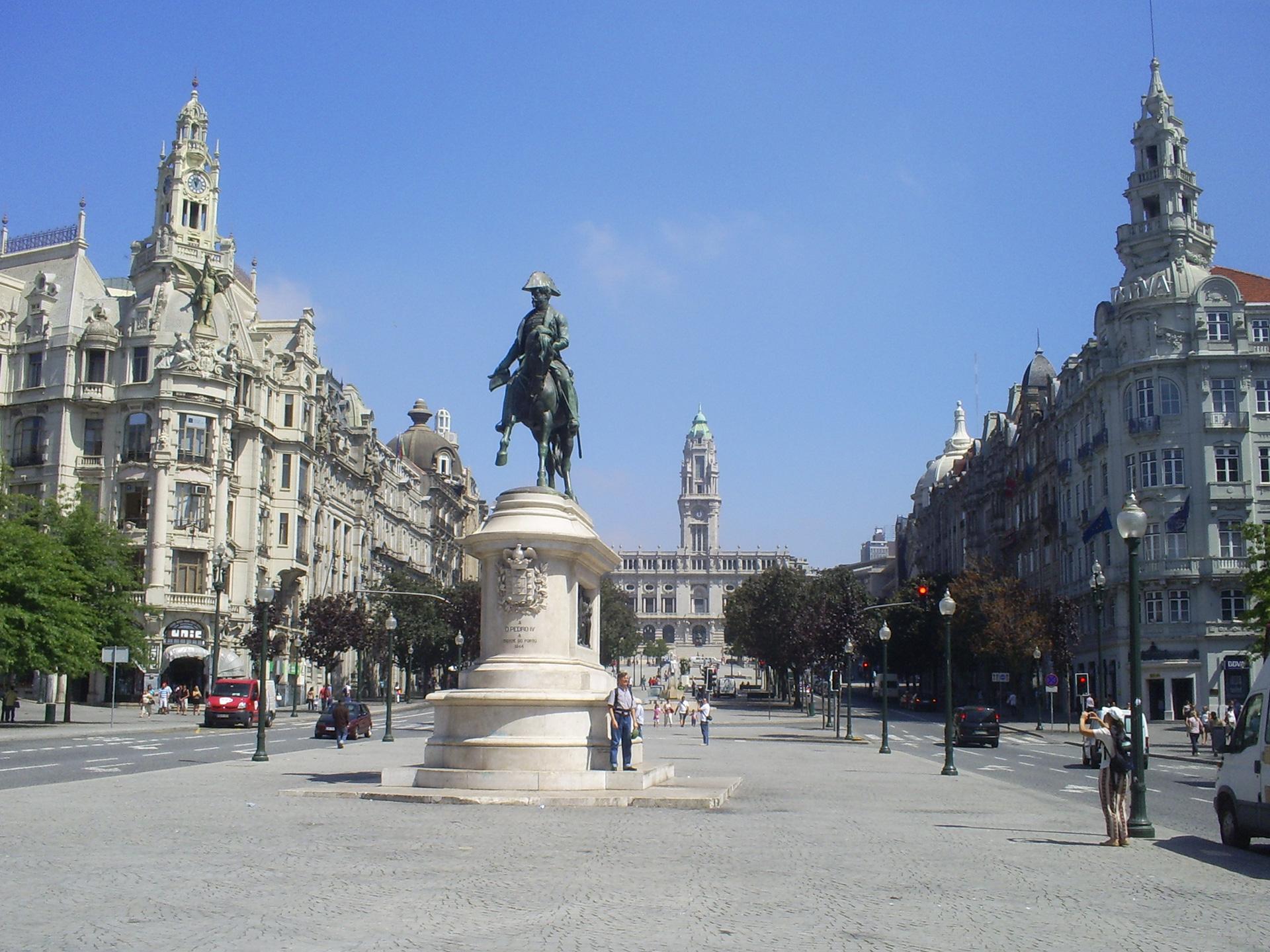 Standbeeld van Dom Pedro IV te paard op het Praça de Liberdade