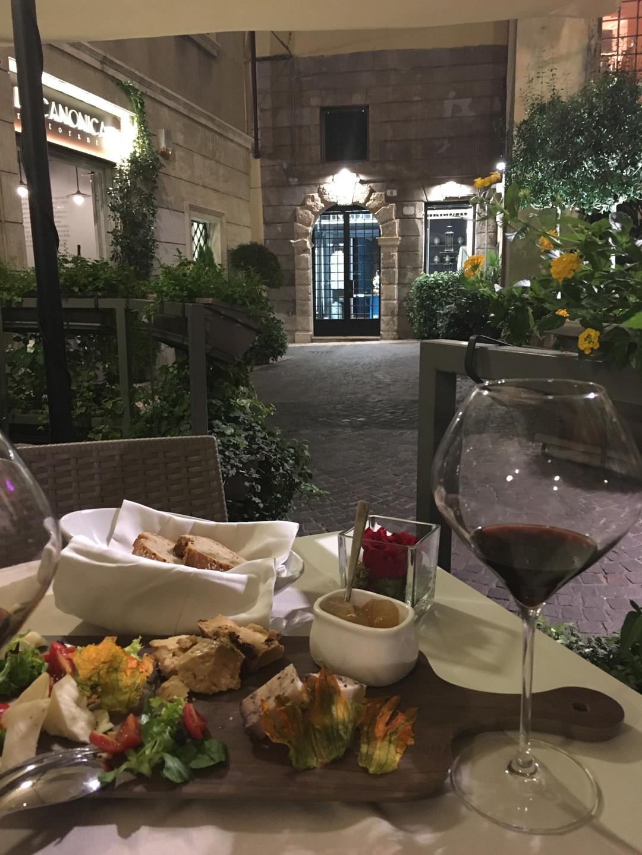 Natafelen in het historisch centrum van Verona