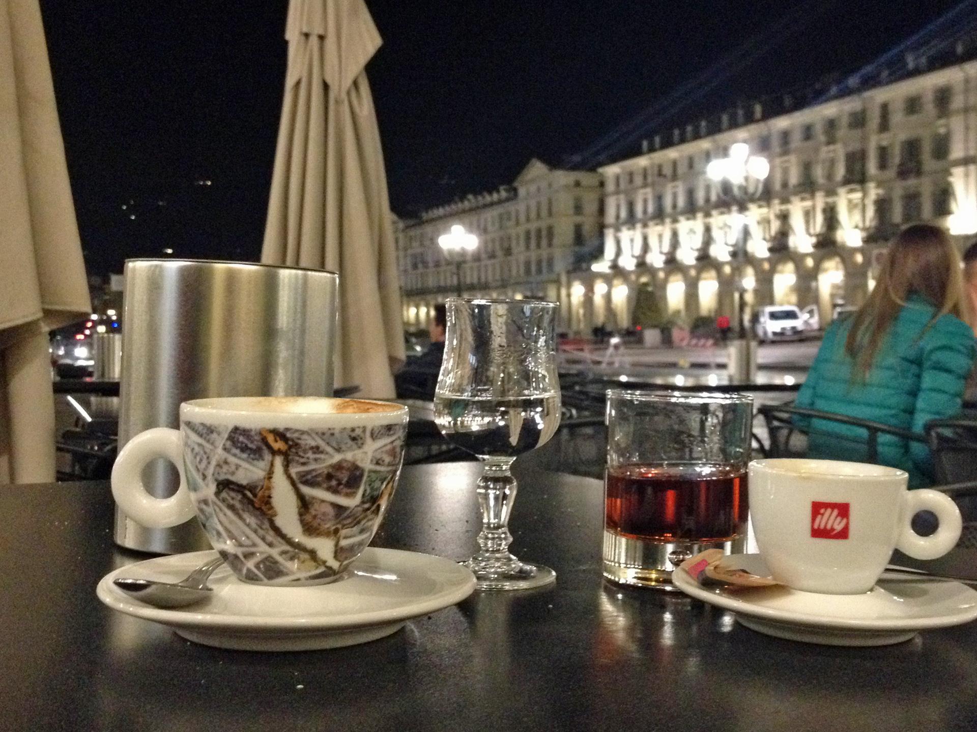 's avonds nagenieten op Piazza Vittorio Veneto
